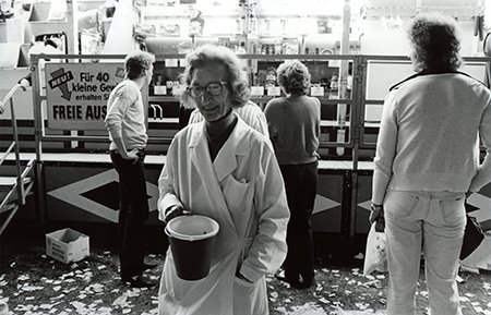 Losverkäuferin, 1983