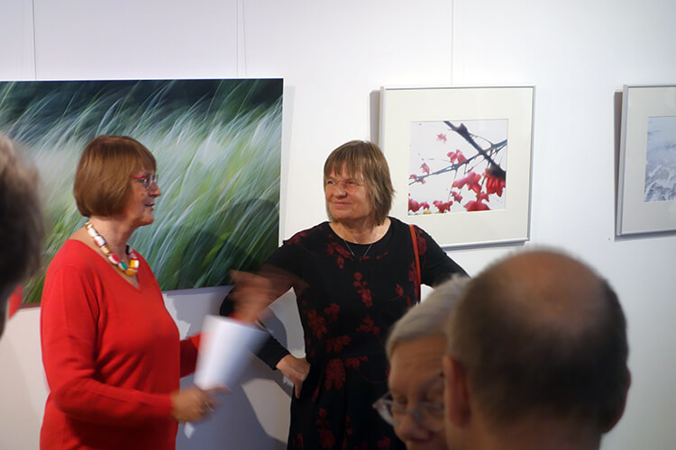 Eröffnungsrede Dr. Sabine Hannesen (links), Monika Behringer (rechts)