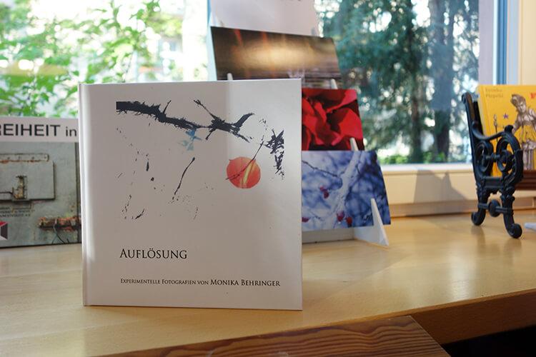 """Buchpräsentation """"Auflösung-Experimentelle Fotografien"""" von Monika Behringer"""